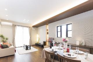 家事動線や収納力に配慮した上質で重厚感のある家