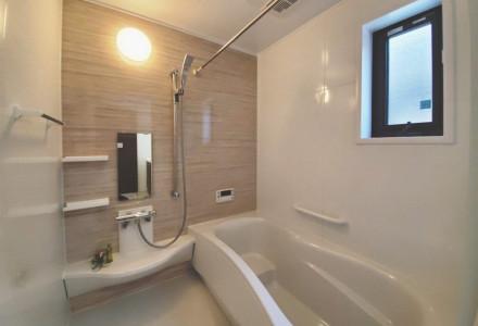 毎日の負担を減らし、家事らくでキレイ。お風呂掃除機能付きバスルーム
