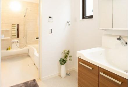 洗面化粧台には毎日キレイで使いやすい人造大理石のボウル&カウンター