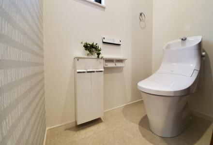 大洗浄5ℓ、小洗浄3.8ℓの超節水ECO5トイレ。従来品(※大13ℓ)と比べ、約69%の節水を実現