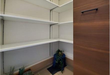 玄関横には雨具など生活用品置き場にも活用できるSIC