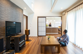 本格的な茶室と抜け感のあるリビング。夫婦の趣味が豊かになる家。