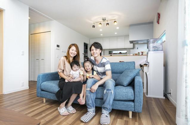 長く住めるデザインと快適性、趣味を楽しむガレージのある家